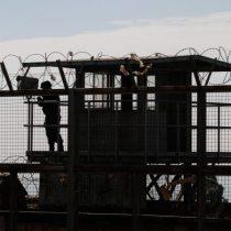Cuatro reclusos se fugan tras riña e incendio en cárcel