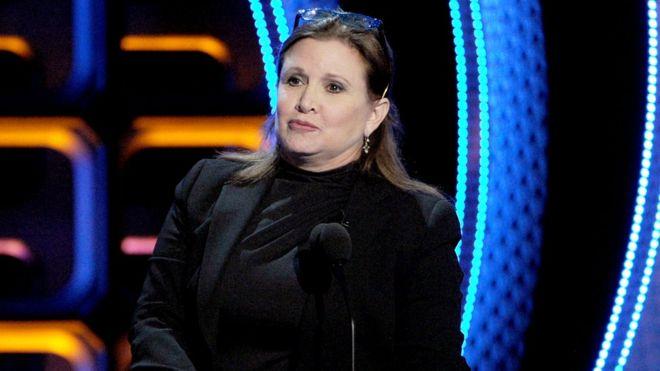 """El simbólico y desagradable """"regalo"""" de la actriz Carrie Fisher a un productor de cine sexualmente abusivo"""