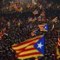 Líder catalán responde a Rajoy sin aclarar si declaró o no la independencia de su región