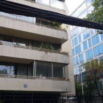 Accidente en Providencia: mujer cae tres pisos desde unascensor que no llegó