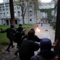 Protesta por muerte Santiago Maldonado termina con hechos violentos en Plaza Italia