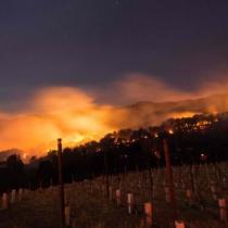 Voraces incendios en región del vino de California causan al menos 10 muertos