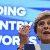 Varios ministros defienden a May tras quedar al descubierto complot de diputados