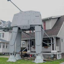 Vecino de Ohio replica en su jardín un transporte acorazado de