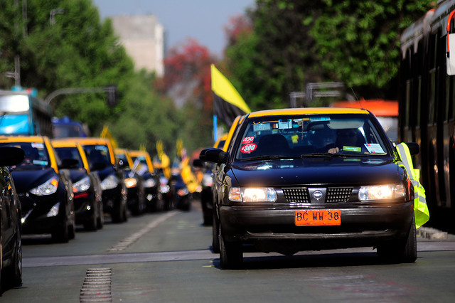 Madre colombiana da a luz en la vía pública luego de ser abandonada por un taxista