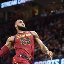 [VIDEO] El error de LeBron James en juego de la NBA