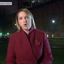 [VIDEO] Corresponsal política de la BBC es interrumpida por extraños ruidos durante una transmisión en vivo