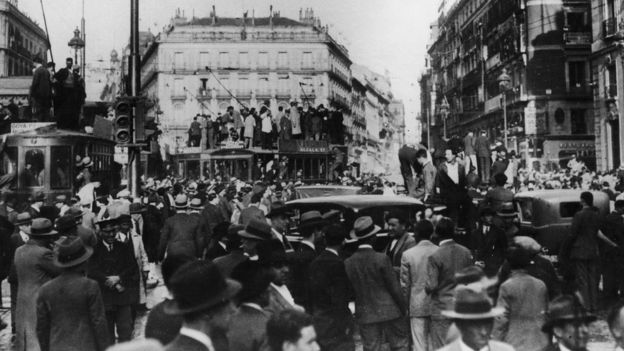 Almudena Grandes profundiza en historias de nazis la resistencia a la opresión política