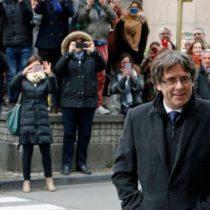 Carles Puigdemont se entrega voluntariamente a la justicia de Bélgica junto a los miembros del destituido gobierno de Cataluña requeridos por España
