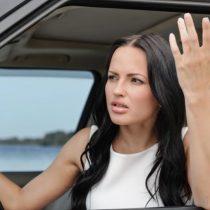 Nos siguen diciendo qué hacer: Ahora los chinos hacen manuales de conducción especiales para mujeres