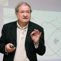Padre de la física cuántica chilena es reconocido a nivel mundial por aportes a teoría del láser