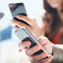 Entel y Wom están liderando la carrera de la portabilidad numérica, a medida que cae el mercado de prepago y aumenta el de suscripción