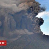 [VIDEO] Qué contienen los ríos de lava fría cerca del volcán Agung de Bali y por qué son tan peligrosos