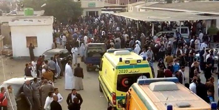 Atentado terrorista a mezquita deja 270 muertos y gobierno egipcio anuncia
