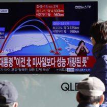 Qué se sabe del nuevo misil balístico intercontinental lanzado por Corea del Norte capaz de alcanzar a