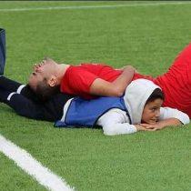 [VIDEO] Con maniobra aprendida en YouTube: niño de 12 años salva la vida a un futbolista que se ahogaba en pleno partido