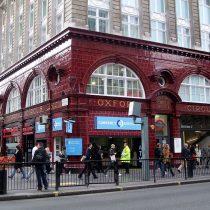 La policía cierra la estación de Oxford Circus en Londres por un