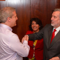 Ex jefa de campaña de Guillier critica polémico abrazo entre candidato oficialista y Ricardo Rincón: