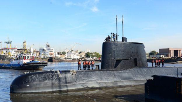 Suspenden a dos oficiales de la Armada Argentina por el caso submarino