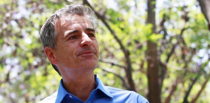 Velasco descarta apoyar a Piñera, pero tampoco a Guillier: