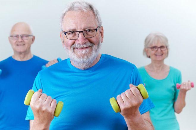 ¿Qué tienen en común las personas que viven 100 años? (y no son la dieta sana y el ejercicio)