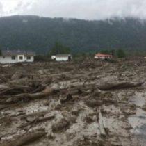 Aluvión arrasa con Villa Santa Lucía en Chaitén: no se descarta que hayan víctimas fatales