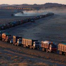 [FOTOS] La muralla de camiones: el espectacular embotellamiento de 130 km en la frontera entre Mongolia y China