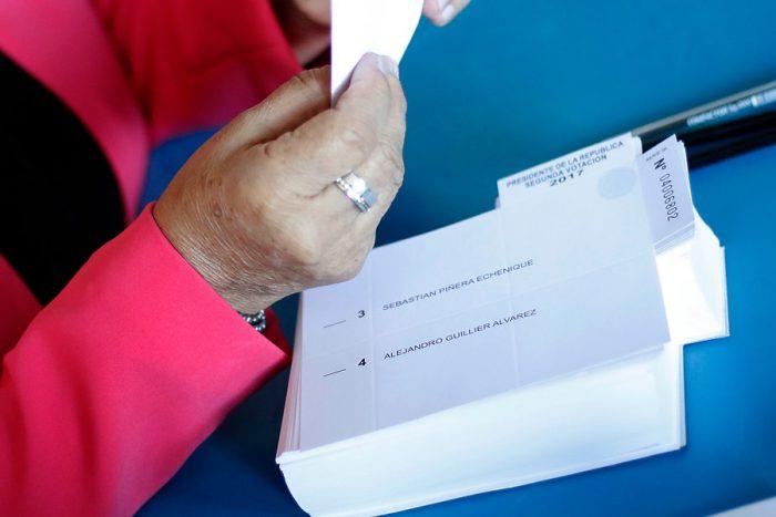 Cierran las mesas de votación a lo largo del país y comienza el conteo de votos