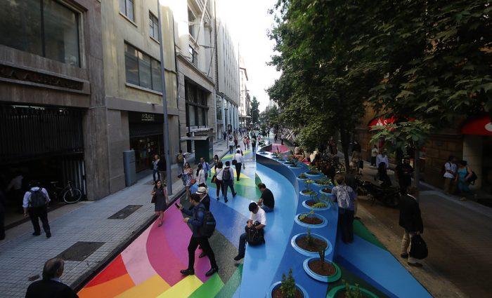 Colores a la calle: El renovado Paseo Bandera recibe a transeúntes con instalación artística
