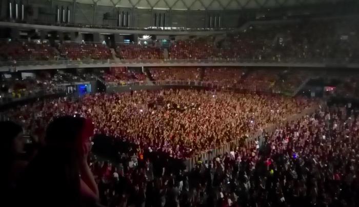 Mon Laferte repleta el Movistar Arena