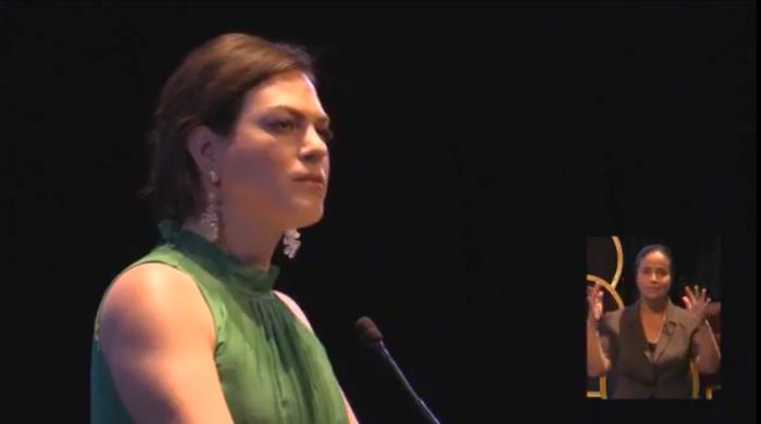 """[VIDEO] Daniela Vega manda recado a Piñera: """"Yo fui una niña trans y aquí estoy, incorrectible y feliz"""""""