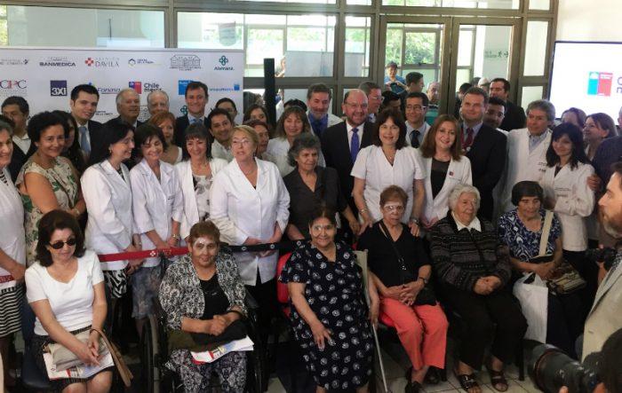 Bachelet anuncia alianza entre Fonasa y CPC que permite operar de manera gratuita en clínicas a pacientes en listas de espera por cataratas
