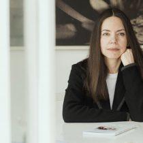 """Claudia Campaña, historiadora del arte:  """"Lo chileno será cada vez más difícil de definir e identificar"""