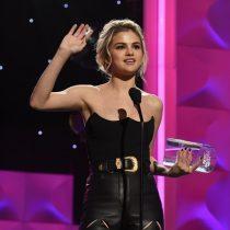 Selena Gómez recibe el premio Bilboard como la Mujer del Año y ella se lo dedica a su mejor amiga