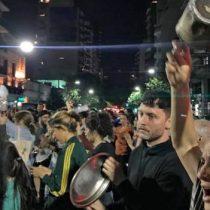 Sufragio simbólico: cientos de personas cacerolearon en favor del apruebo constitucional