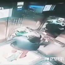 [VIDEO] Cámaras de seguridad captan brutal agresión de una mujer a un menor en un ascensor