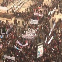 [VIDEO] Miles de personas marchan en Siria por el primer aniversario de la liberación de Alepo