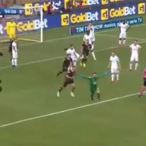 [VIDEO] Épico gol del arquero le dio su primer punto en la liga italiana al Benevento