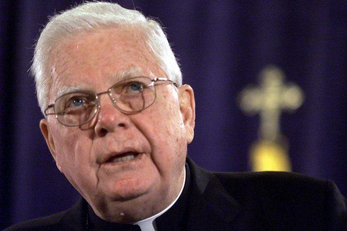 Muere Bernard Law, cardenal acusado de encubrir a curas pederastas en Boston