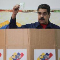 Chavismo arrasa en elecciones municipales boicoteadas por la oposición y Maduro amenaza con impedir la participación de los principales partidos opositores en las presidenciales