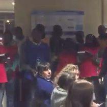 [VIDEO] Coro de haitianos llevó villancicos a pacientes del Hospital de Temuco