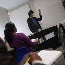 [VIDEO] Extremando recursos: captan a estudiantes mexicanos orando antes de un examen para que