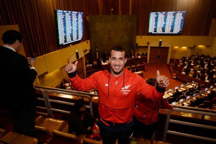 Pesista de origen cubano Arley Méndez, elegido mejor deportista chileno 2017