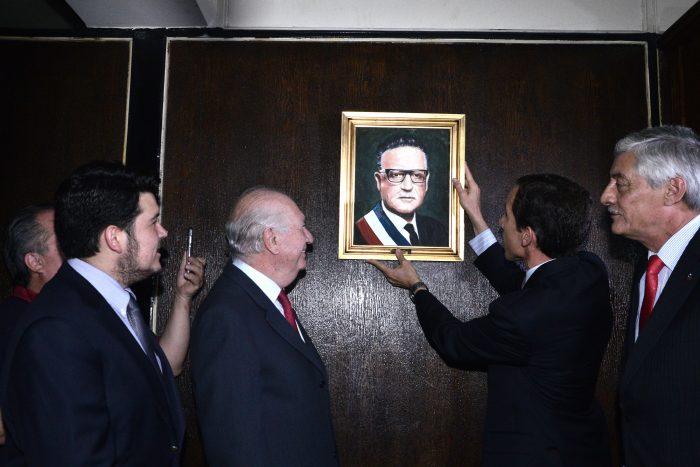 Reponen cuadros de ex presidentes Allende y Lagos en el Instituto Nacional