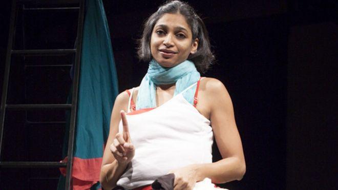 La mujer que se desnuda para crear conciencia sobre la violencia sexual en India