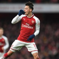 [VIDEO] Premier League: Con un golazo de Ozil, Arsenal derrota con lo justo al Newcastle