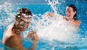 Tips para prevenir irritaciones en los ojos al nadar en piscinas