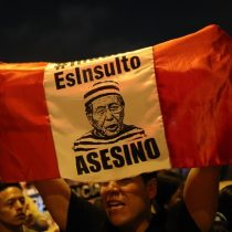 Miles de peruanos llenan calles a grito de