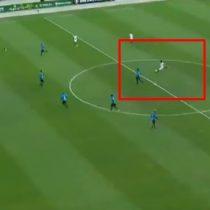 [VIDEO] Hasta los rivales aplaudieron este golazo de Ronaldinho desde mitad de cancha