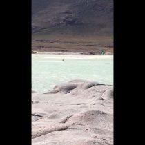 [VIDEO] Indignación por registro de turista practicando kitesurf en pleno salar de Talar en Antofagasta